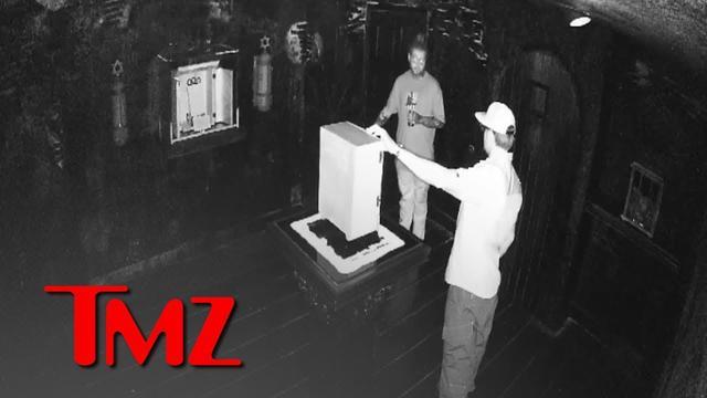 画像: Video of Post Malone Messing with World's Most Haunted Object, Signs of a Curse | TMZ www.youtube.com