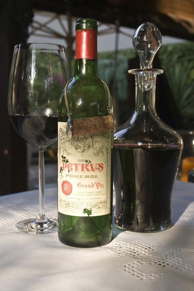 画像: あの有名なロマネコンティと並ぶ最高級ワインとして知られるシャトー・ぺトリュス。