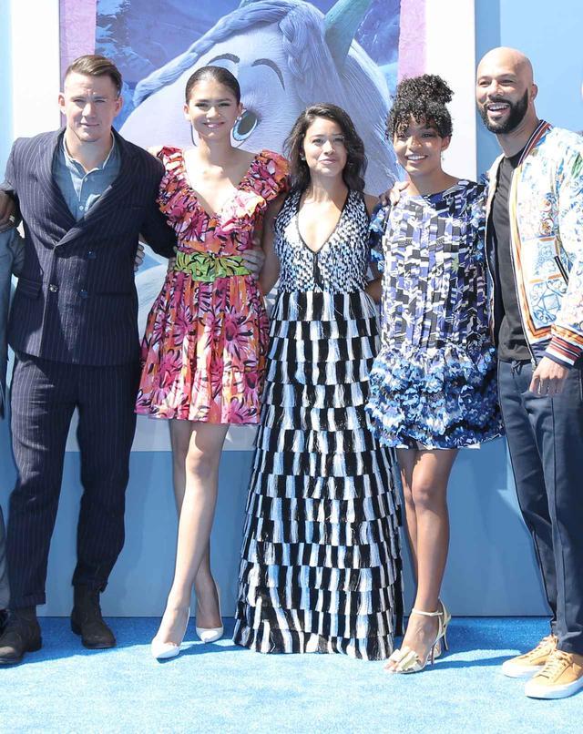 画像: 左からチャニング、ゼンデイヤ、女優のジーナ・ロドリゲス、女優ヤラ・シャヒディ、コモン。