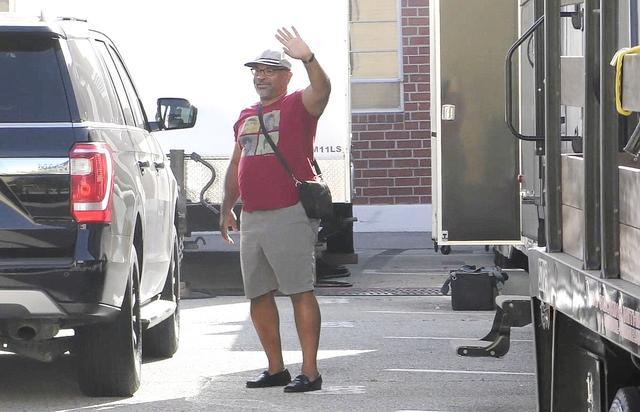 画像: 騒動後に出演が決まった映画『Fatale(原題)』の撮影現場に到着したジェフリー。
