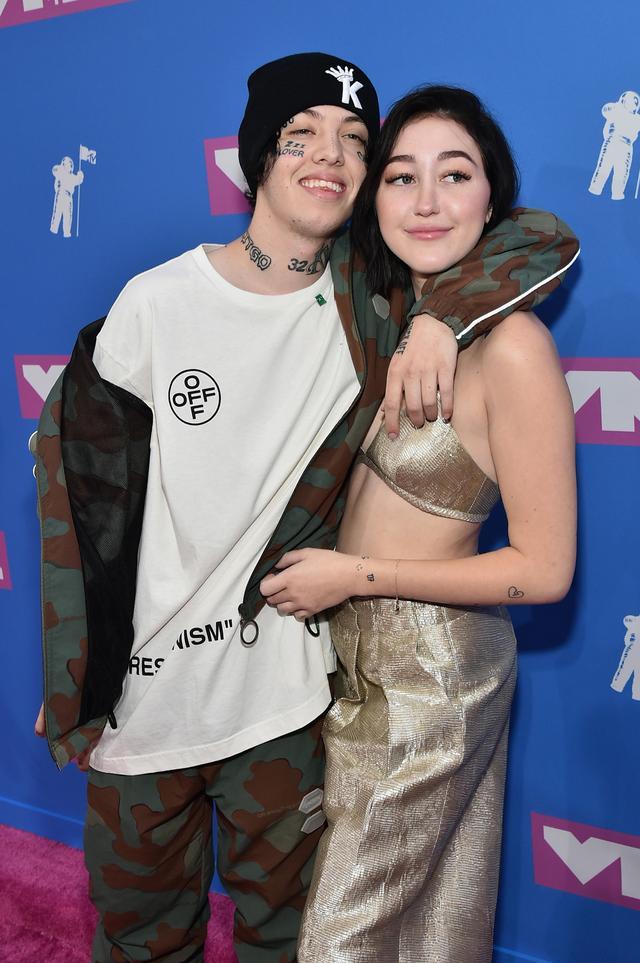 画像: 交際中に一緒に登場したMTVビデオ・ミュージック・アワードのレッドカーペットでこれでもかというほどイチャついていたリル・ザンとノア・サイラス。