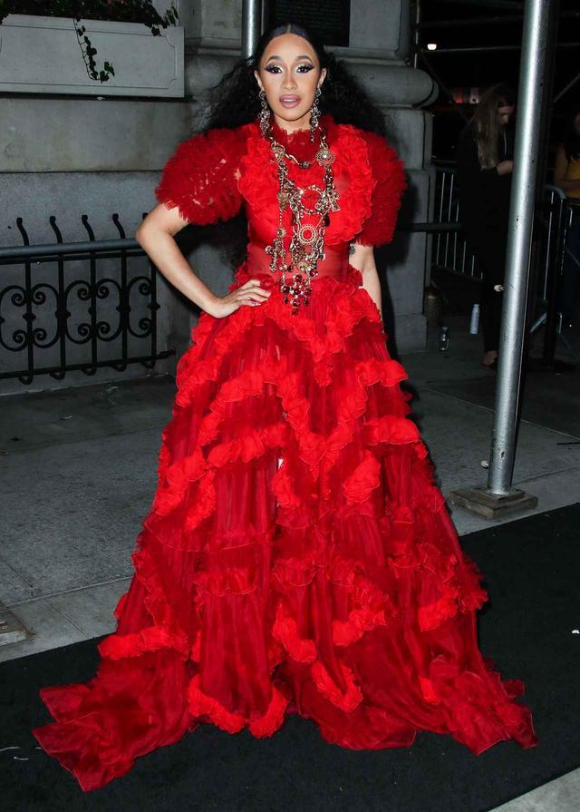 画像1: カーディ・B、コレクションで「例のドレス」を発見した時の一言がさすが