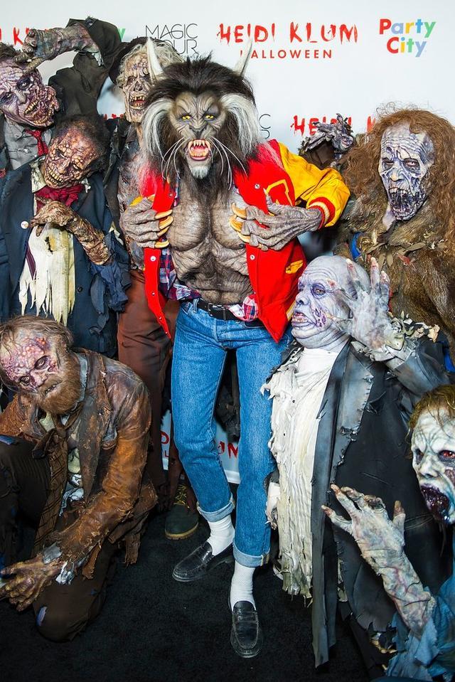 画像: 2017年の仮装はマイケル・ジャクソンの名曲「スリラー」のワンシーンを再現した狼男だった。