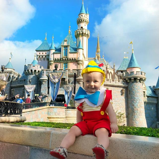 "画像1: Tucker on Instagram: ""Happy Monday! We are so happy to be back at @Disneyland with our little boy! . . . . . #pinocchio #disneyside #disneybaby #disneygram…"" www.instagram.com"