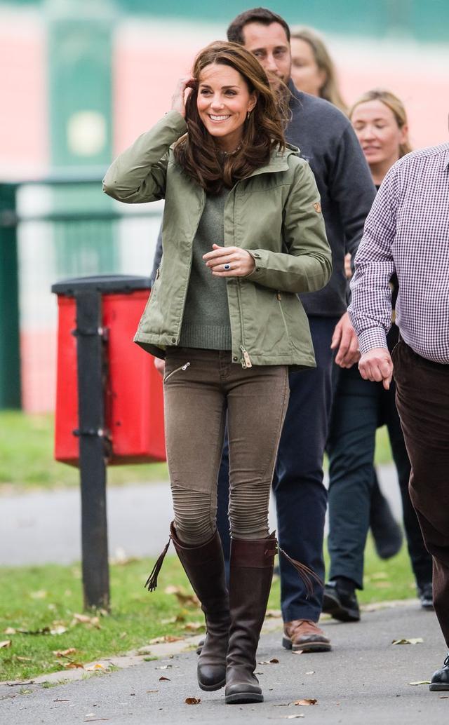 画像1: キャサリン妃、産休明け初の公務に2年前に購入したZARAの3,900円パンツを着用