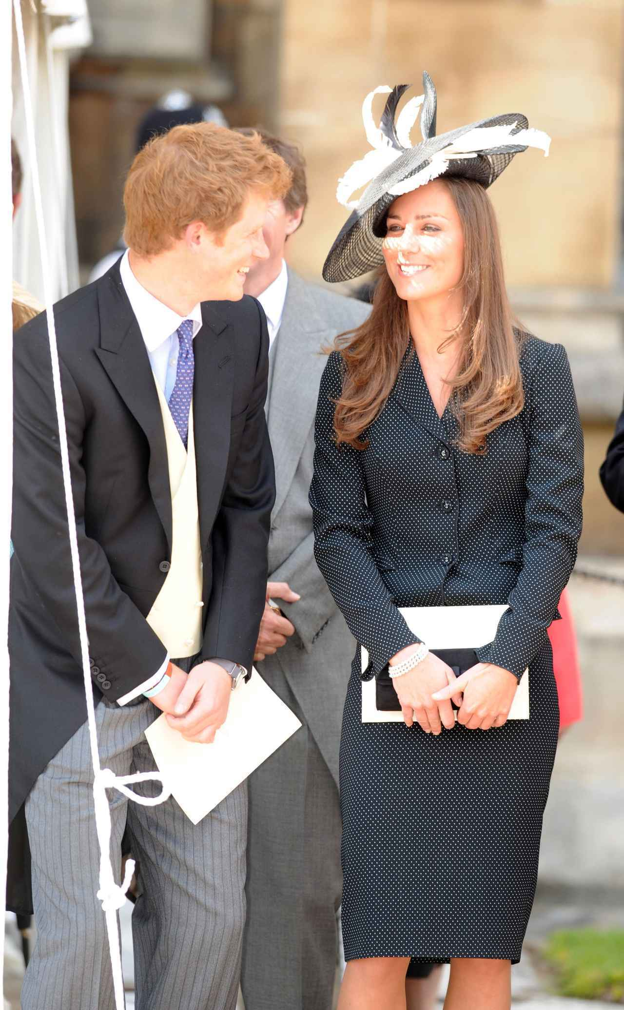 画像: 復縁後の公務にて、ヘンリー王子と談笑するキャサリン妃。