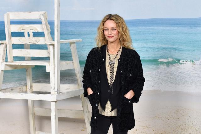 画像: フランス人女優のヴァネッサ・パラディ。シャネルの広告塔を務める娘のリリー・ローズ・デップの姿は今回は見かけられなかった。