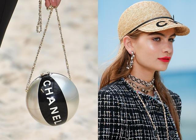 画像: ビーチボールや麦わら帽子に着想を得た小物や、シャネルのアクセサリーの代名詞でもあるパールを使った海を彷彿とさせるジュエリーも登場した。