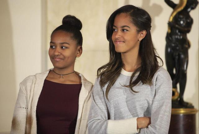 画像: 左からサーシャとマリア。