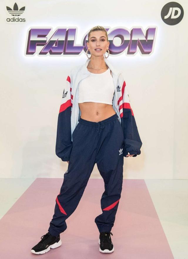 画像1: ロンドンファッションウィークに登場
