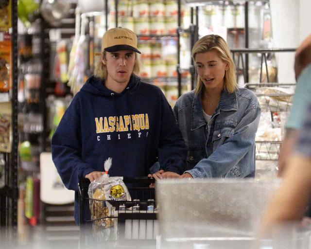 画像2: スーパーマーケットへ買い出し
