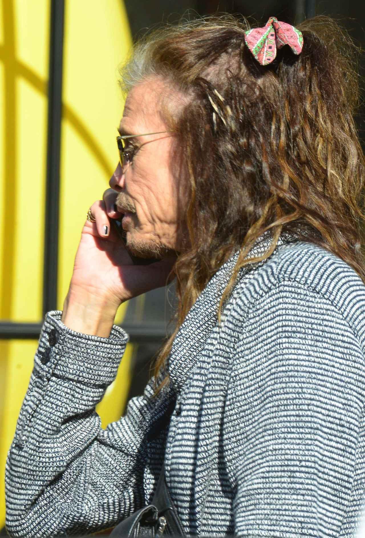 画像2: スティーヴン・タイラー、髪につけたヘアアクセが超乙女