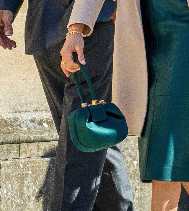 画像3: メーガン妃、秋を感じる「グリーン」を使ったスカートコーデに釘づけ