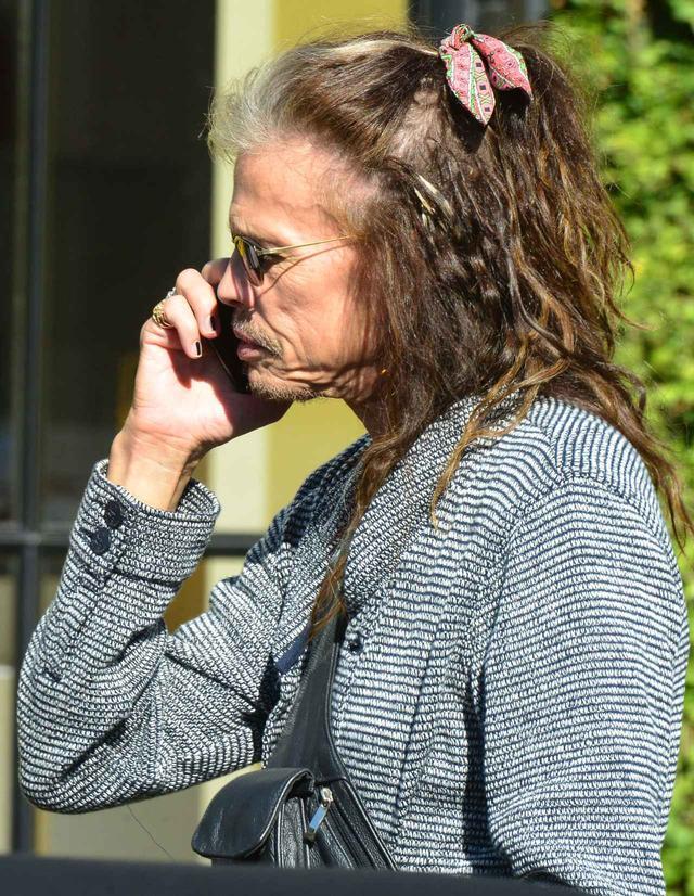 画像3: スティーヴン・タイラー、髪につけたヘアアクセが超乙女
