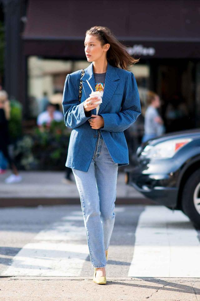 画像: ベラ・ハディッド、ジャケット×デニムでつくる秋の最旬スタイル