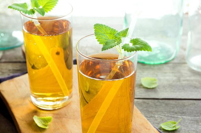 画像1: ひそかに長年セレブたちに飲まれ続け、海外で大人気のコンブチャ!その理由は?