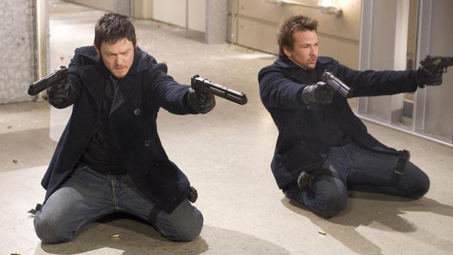 画像: ショーン・パトリック・フラナリー(右)と共演した『処刑人』では、『ウォーキング・デッド』の時とは違い、爽やかな短髪だった。