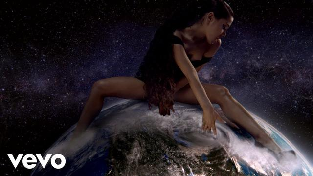 画像: Ariana Grande - God is a woman www.youtube.com