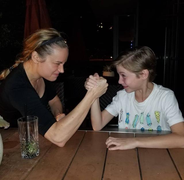 画像1: Jacob TremblayさんはInstagramを利用しています:「Arm wrestling my old co-worker aka my bestie aka Captain Marvel...she won of course...I did give her all my strong ya know...  #reunited…」 www.instagram.com