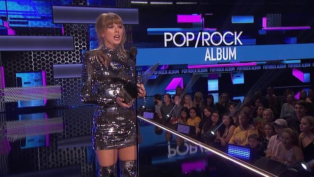 画像: Taylor Swift's 'Reputation' Wins Favorite Album - Pop/Rock - AMAs 2018 www.youtube.com