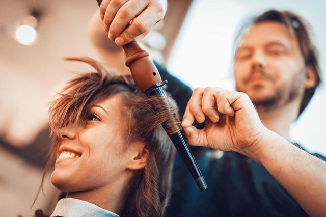 画像3: 髪を巻くとき、カーラーを使うべからず