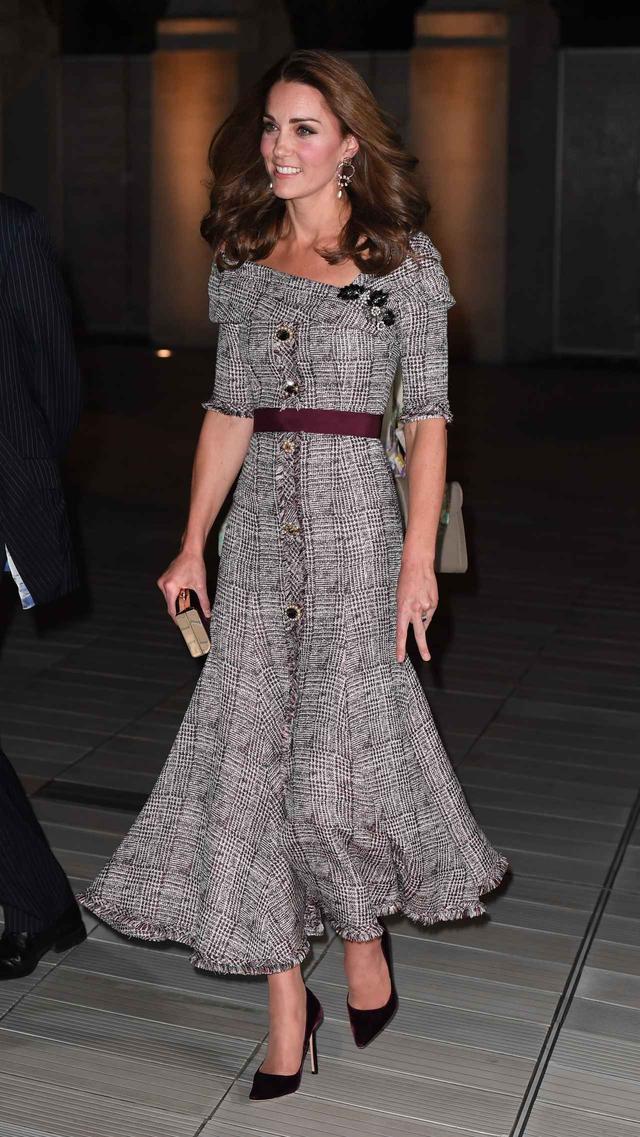 画像1: キャサリン妃、トレンドのチェック柄ドレス×パープルの最新コーデがオシャレ