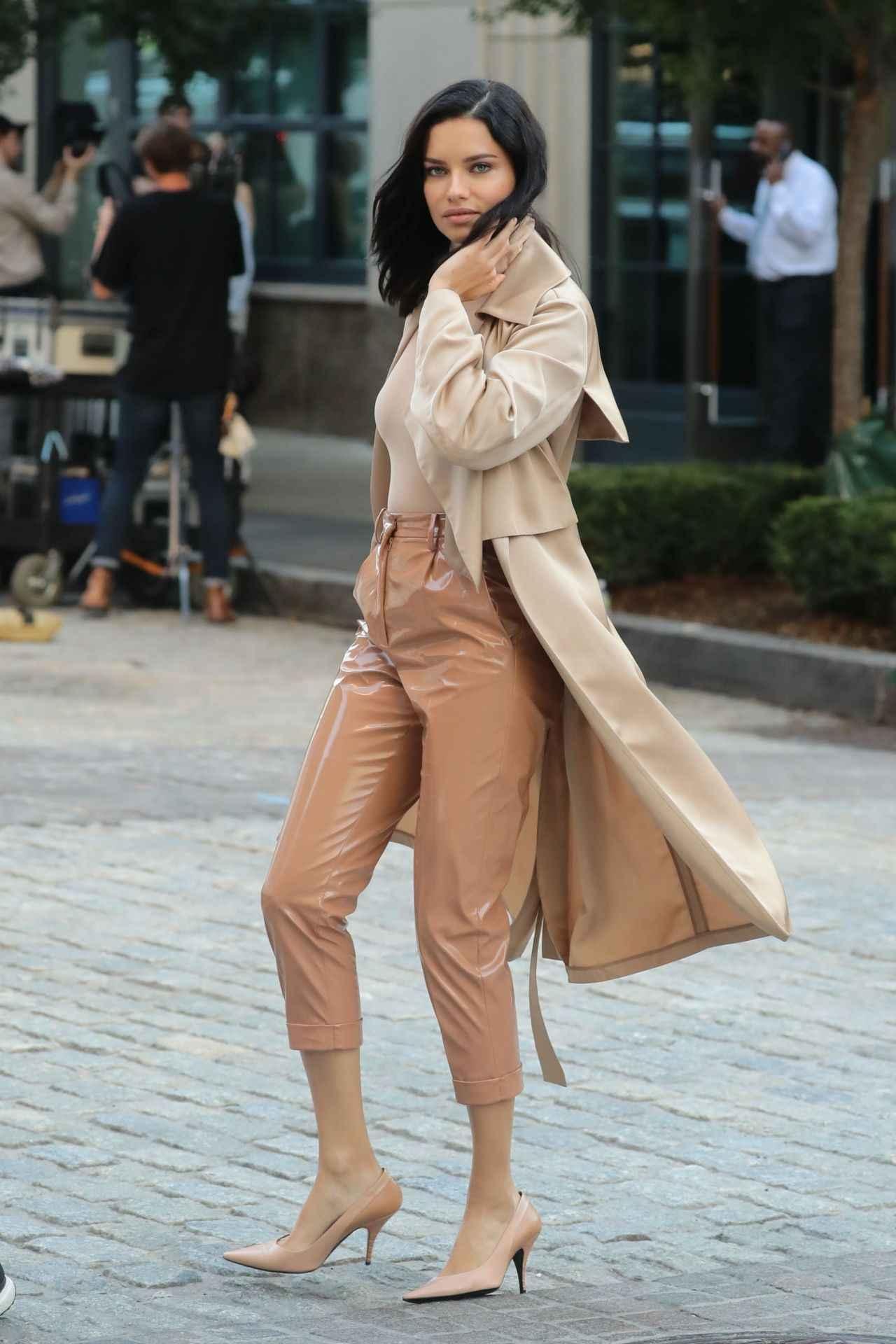 画像: 人気モデルのアドリアナ・リマ