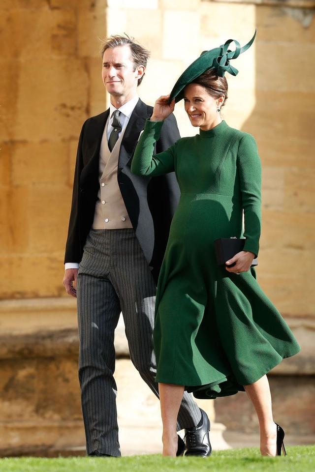 画像: ユージェニー王女の結婚式に出席したジェームズとピッパ。