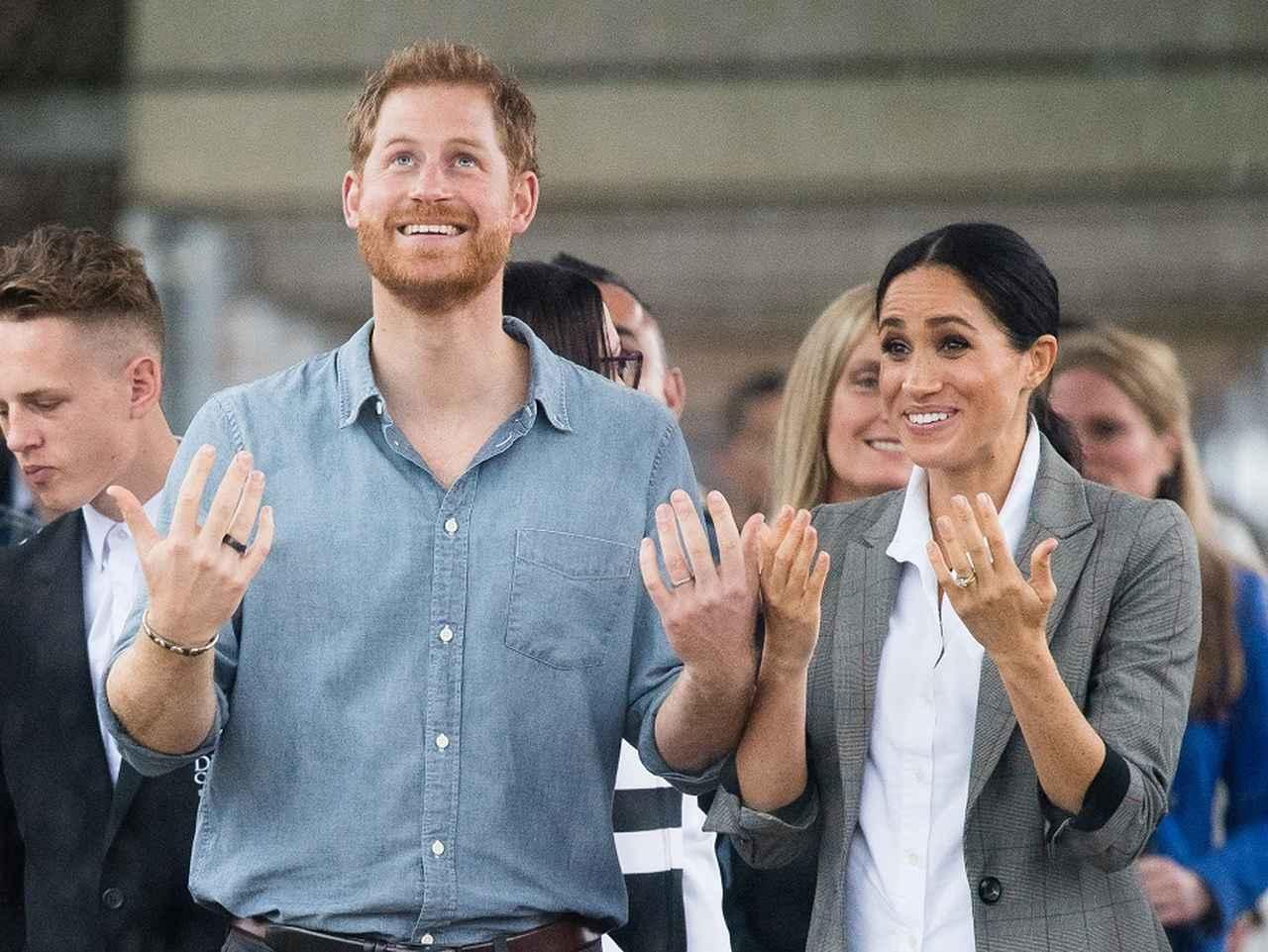画像1: メーガン妃&ヘンリー王子夫妻、外遊の地で「ロイヤルミラクル」起こす