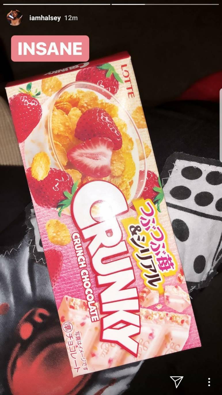 画像2: ホールジー、110円の日本のお菓子にハマってしまう