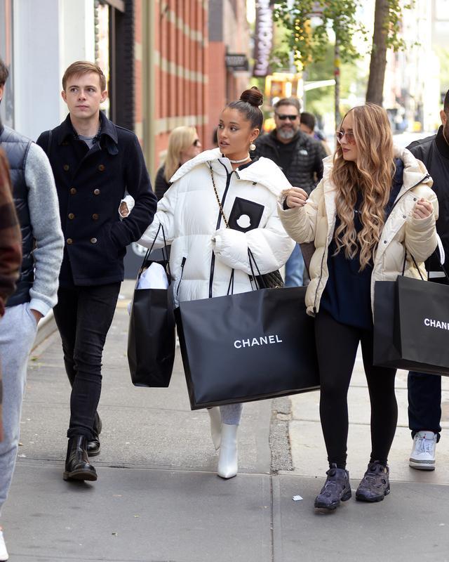 画像3: アリアナ・グランデがシャネルで「爆買い」!失恋の痛手ショッピングで癒す?