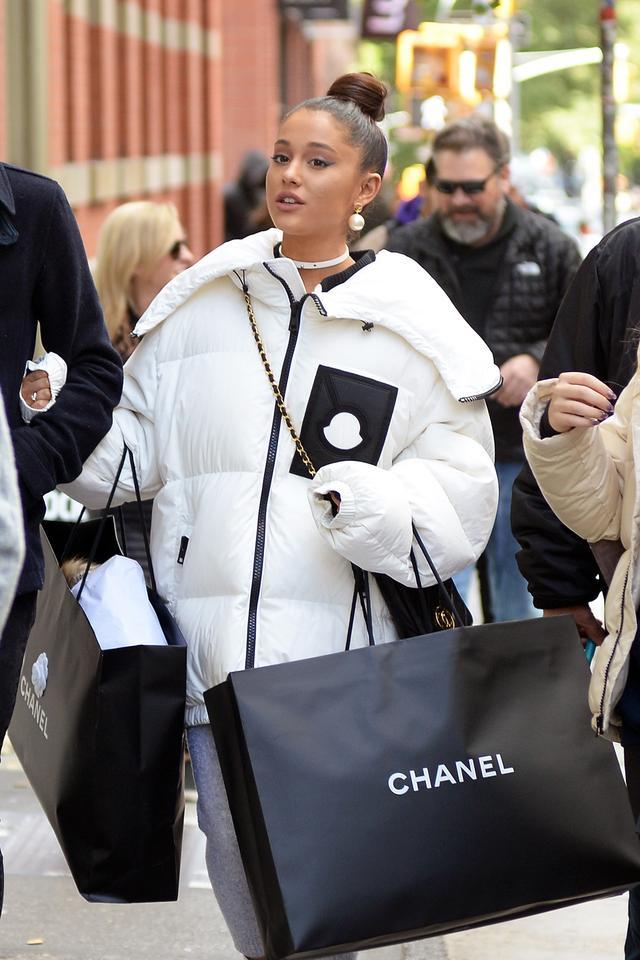 画像4: アリアナ・グランデがシャネルで「爆買い」!失恋の痛手ショッピングで癒す?