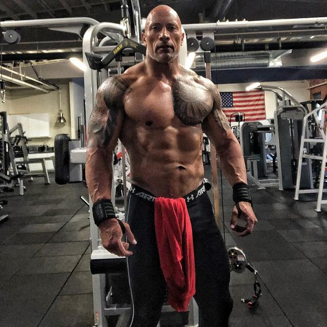 画像1: @therock - Instagram:「Dialed in & hit the mark.  260lbs of attitude & classy cuss words.  After 18 weeks of disciplined diet & intense training, here's where I…」 www.instagram.com