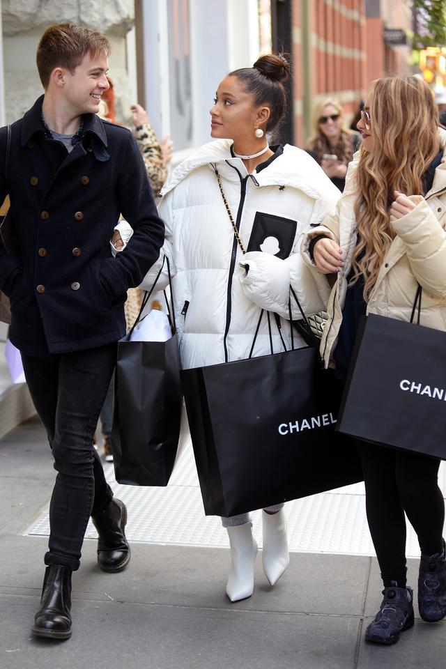 画像2: アリアナ・グランデがシャネルで「爆買い」!失恋の痛手ショッピングで癒す?