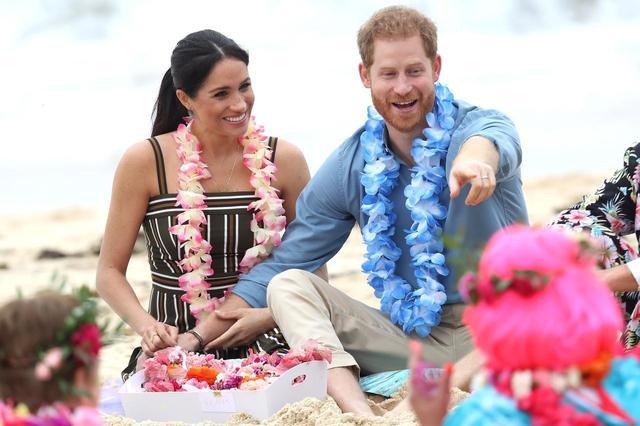 画像2: 公務中でもラブラブなヘンリー王子&メーガン妃夫妻