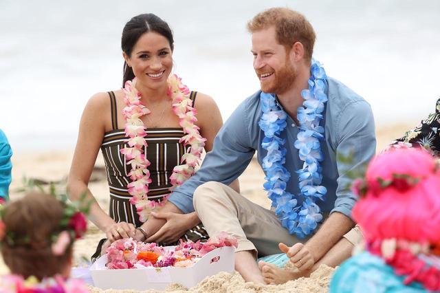 画像3: 公務中でもラブラブなヘンリー王子&メーガン妃夫妻