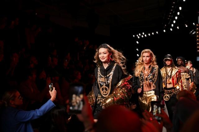 画像1: MOSCHINO [TV] H&M ファッションショーが開催、一般発売間近!