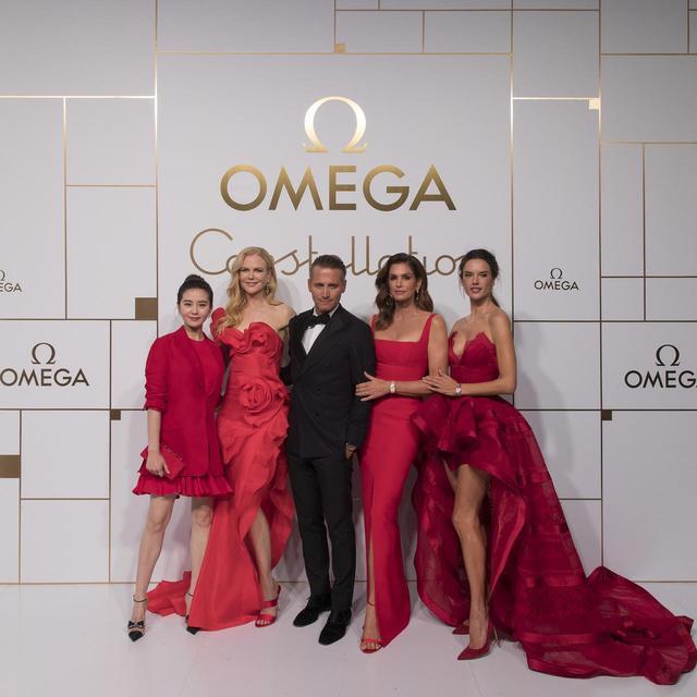 画像: (左から)リウ・シーシー、ニコール・キッドマン、オメガ社社長兼CEO レイナルド・アッシェリマン、シンディ・クロフォード、アレッサンドロ・アンブロジオ