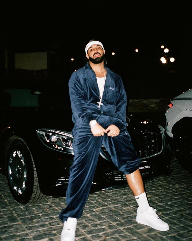 "画像1: @champagnepapi on Instagram: ""Now watch me work some magic"" www.instagram.com"