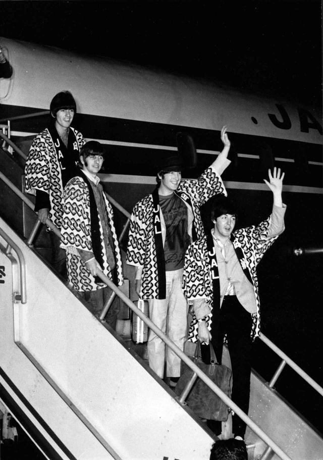 画像: ポール・マッカートニーが来日!日本にまつわるあるものを着用してファンに挨拶