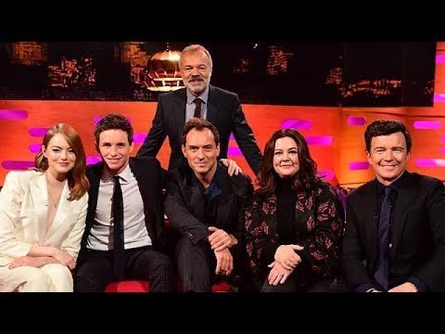 画像: The Graham Norton Show HD S25E05 Jude Law, Melissa McCarthy, Eddie Redmayne, Emma Stone, Rick Astley youtu.be