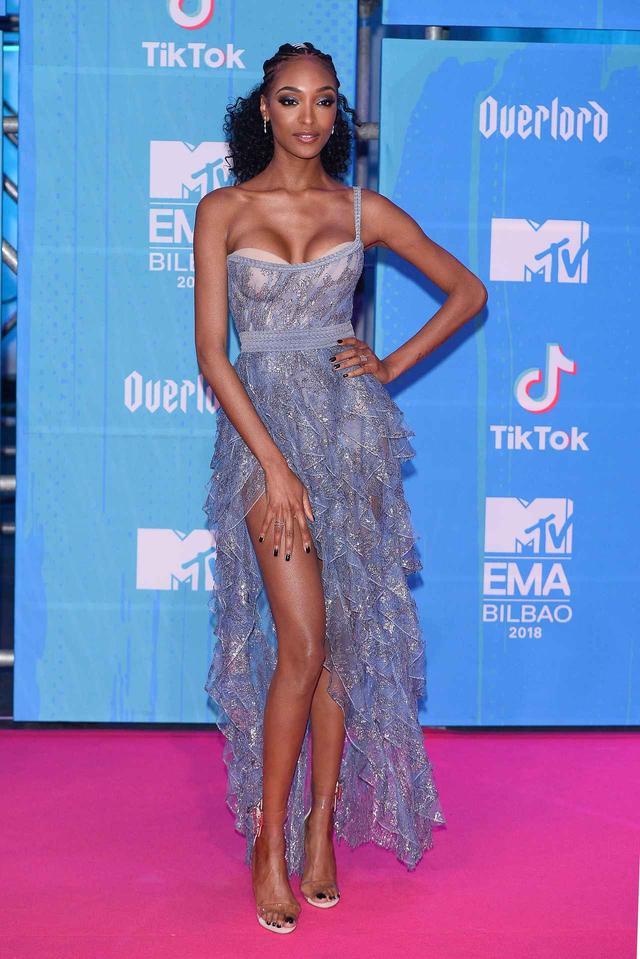 画像6: MTV EMAの華やかなレッドカーペットスタイルを紹介