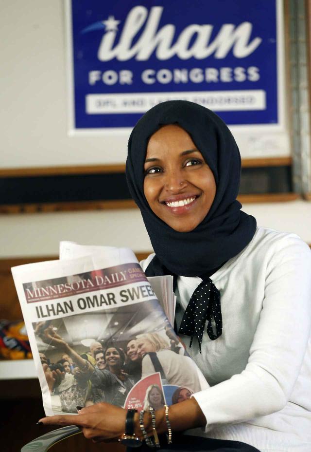 画像: ケニアの難民キャンプを経て渡米したイルハン・オマル氏は、米史上初のイスラム教徒の女性議員に。