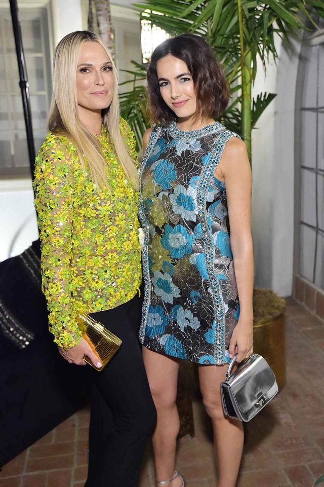 画像1: 女優のモリー・シムズと女優のカミーラ・ベル