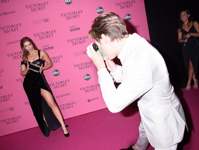 画像10: 世界一の美女軍団ヴィクシーモデルの恋人ってどんな人?ショー後のラブラブぶりを拝見