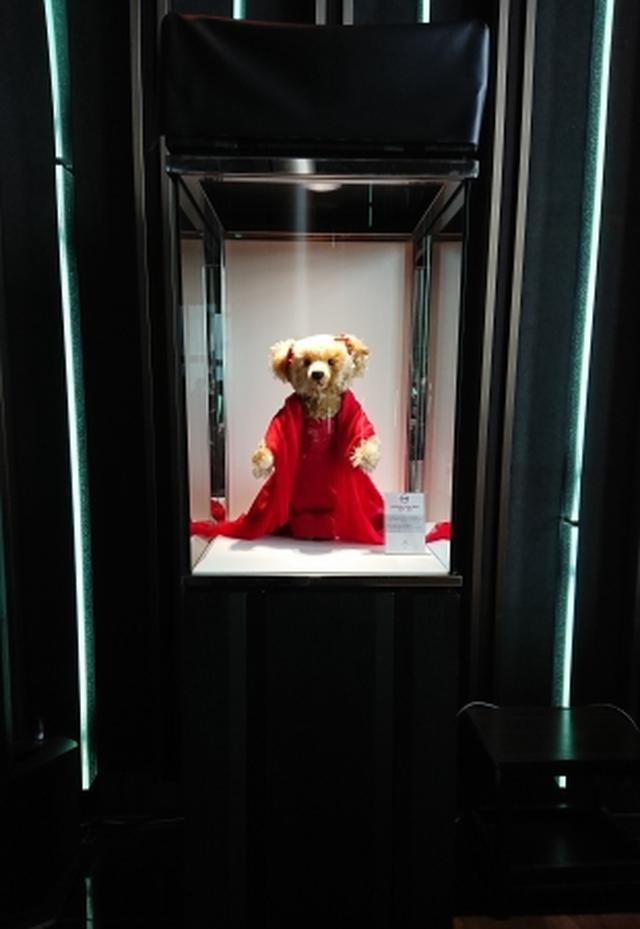 特別展示のVALENTINO TEDDY BEAR