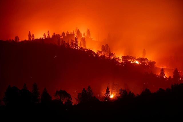 画像1: ロサンゼルス近郊で大規模な山火事が発生