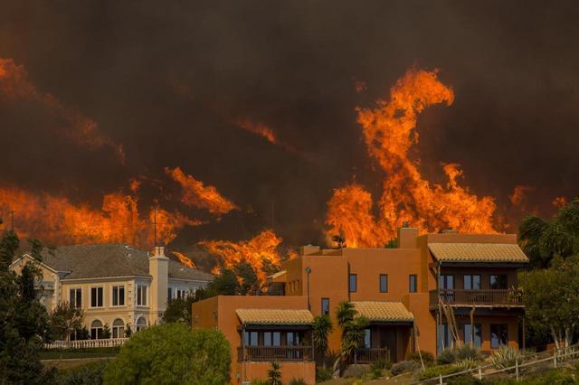画像2: ロサンゼルス近郊で大規模な山火事が発生