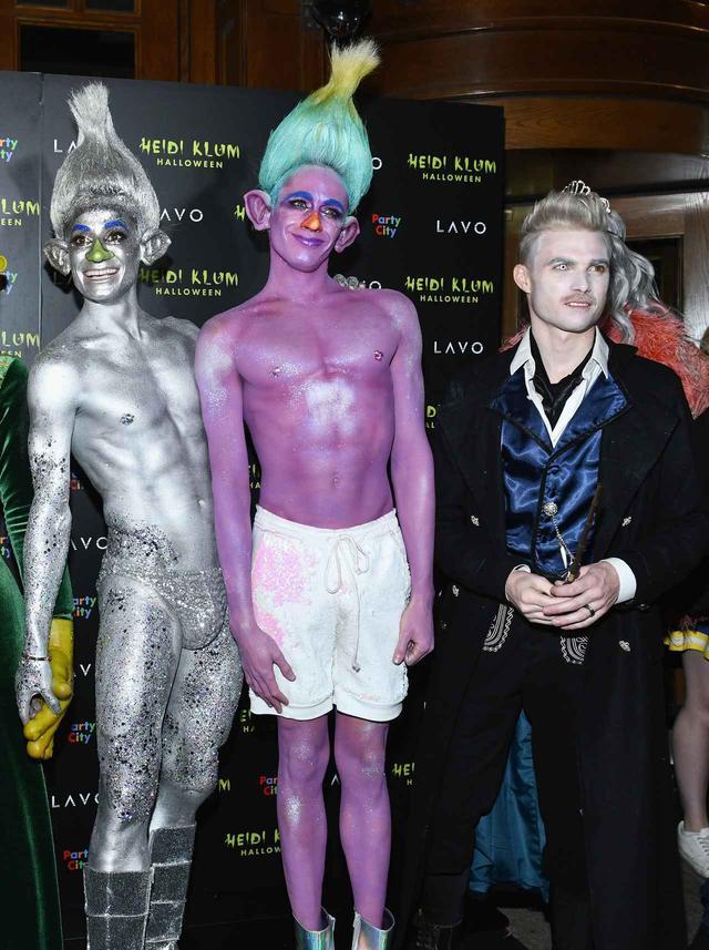 画像: ハイディ・クルムのハロウィンパーティーに参加したフランキー(左)、ダニエル(中央)、マイク(左)