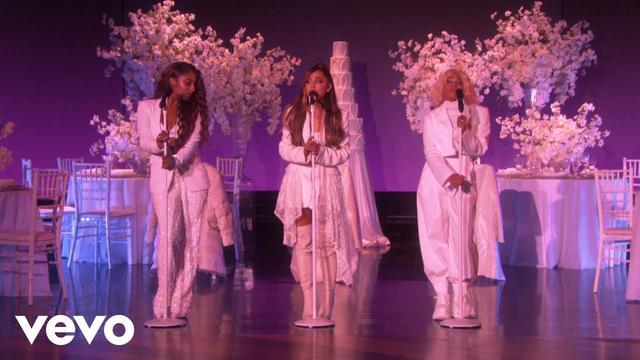 画像: Ariana Grande - thank u, next (Live on Ellen / 2018) www.youtube.com